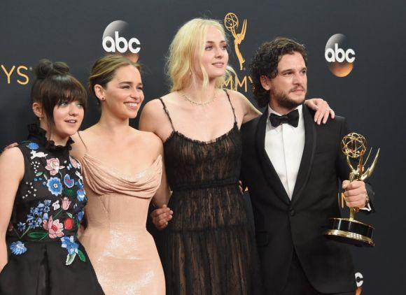 Elenco de Game of Thrones comemora o sucesso da série no Emmy 2016 (Foto Ilustrativa)