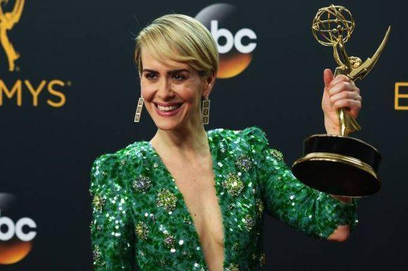 Sarah Paulson ganham o prêmio de melhor atriz em minissérie (Foto: Reprodução)