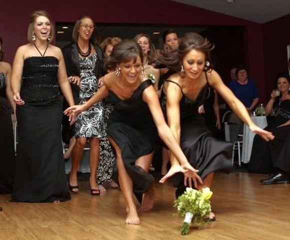 A disputa pelo buquê da noiva pode render muitas brigas (Foto Ilustrativa)