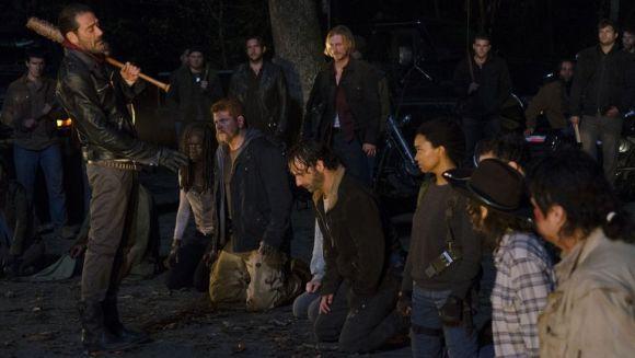 Na 7ª temporada de The Walking Dead será revelada a vítima de Negan (Foto: Divulgação AMC)
