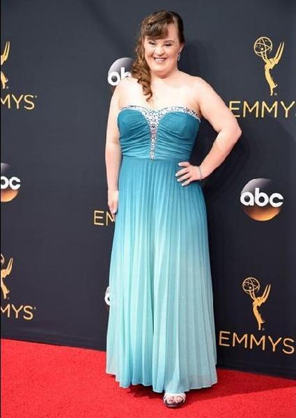Jamie Brewer (Foto: Reprodução Emmy Awards)