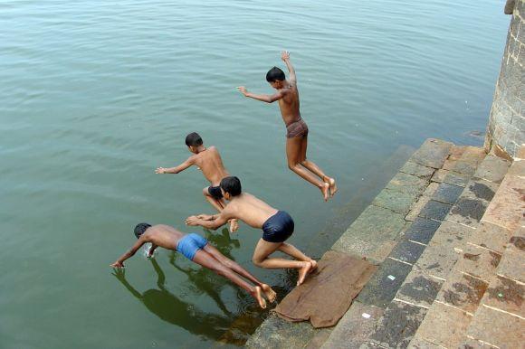 É fundamental ter muita cautela ao mergulhar nos rios (Foto Ilustrativa)