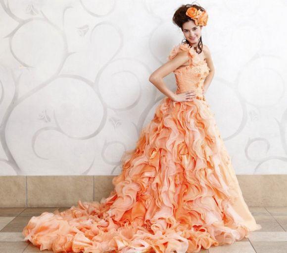 Vestido de noiva colorido tendência 2017