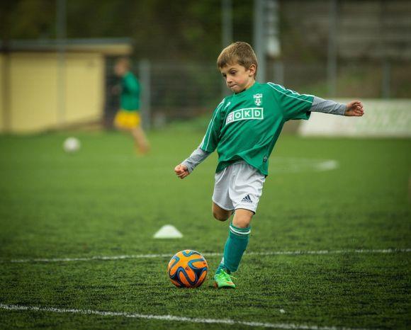 Ser jogador de futebol é o sonho da maioria dos meninos (Foto Ilustrativa)