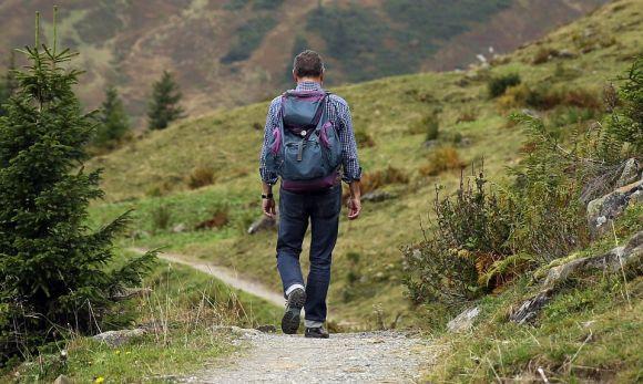 Caminhadas em meio à natureza ajudam a recuperar as energias positivas (Foto Ilustrativa)