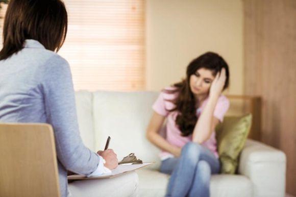 Ao invés de desabafar com todo mundo, pode ser melhor procurar ajuda profissional (Foto Ilustrativa)