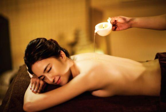 Massagem com velas cosméticas (Foto Ilustrativa)
