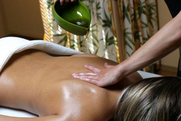 Massagem com óleos aromáticos (Foto Ilustrativa)