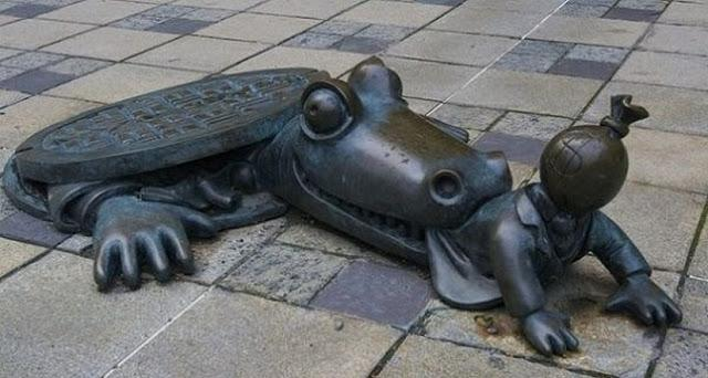 Conheça as estátuas mais estranhas do mundo e tente entender (Foto: Divulgação)