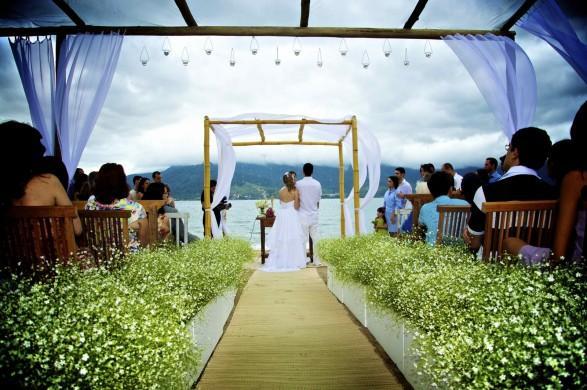 O pergolado é um dos maislindo para decoração de casamento (Foto: Divulgação)