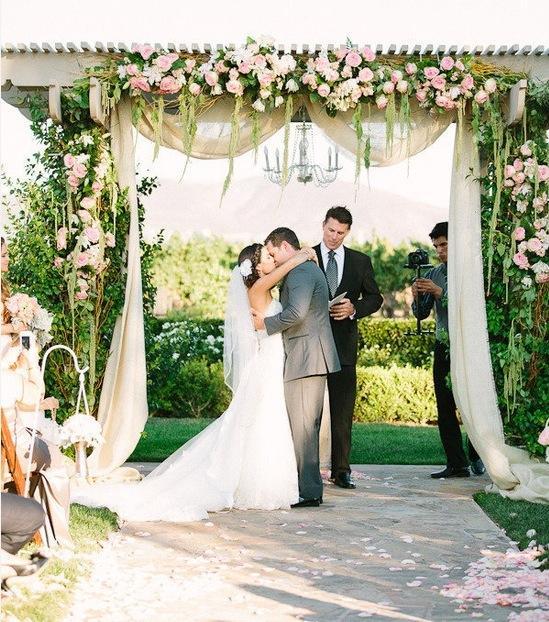 O pergolado para casamento pode ser uma estrutura fix a (Foto: Divulgação)