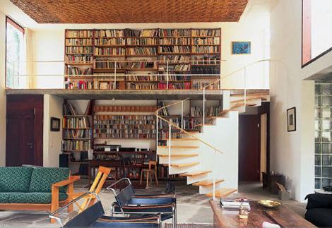 Faça um mezanino lindo e cheio de livros (Foto: Divulgação)