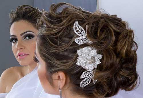 A estrutura para o penteado de noiva precisa ser mais firme (Foto: Divulgação)