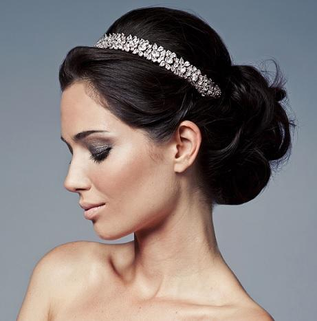 O penteados de noiva pode ter algum adereço (Foto: Divulgação)