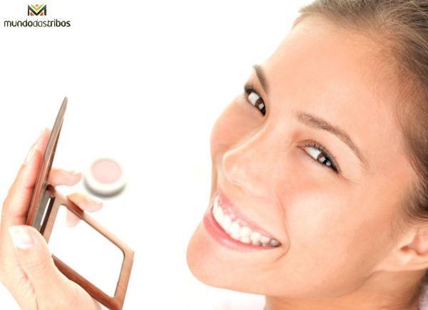 Disfarçar olheiras é fundamental para uma boa aparência (Foto: Clicl Uol)
