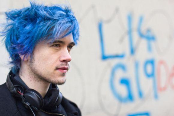Homens com cabelos coloridos (Foto Ilustrativa)