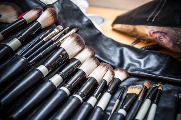 Cursos de maquiagem e designer de sobrancelhas