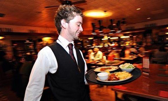 Vagas em bares e restaurantes também costumam ser abertas nessa época (Foto Ilustrativa)
