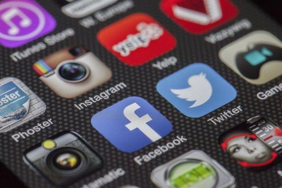 Facebook e WhatsApp têm sido alvos constantes da Justiça brasileira (Foto Ilustrativa)