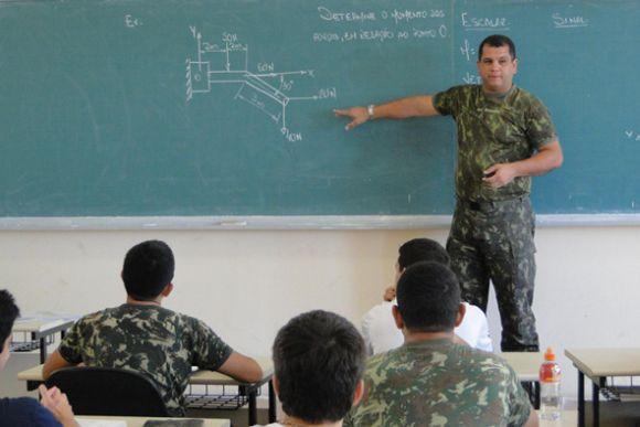 Os aprovados no vestibular estudam na instituição, que fica no Rio de Janeiro (Foto: Divulgação IME)