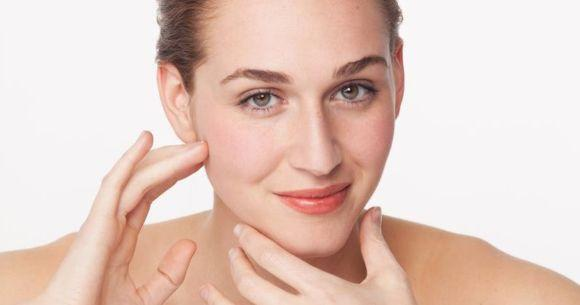 Com algumas técnicas de maquiagem, você também pode afinar o queixo (Foto Ilustrativa)