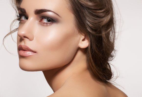Maquiagem para deixar o rosto mais fino (Foto Ilustrativa)