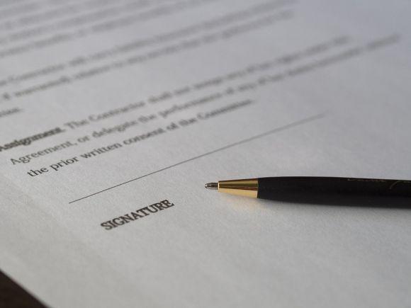 Depois dos procedimentos online, tem a etapa presencial de renovação dos contratos (Foto Ilustrativa)