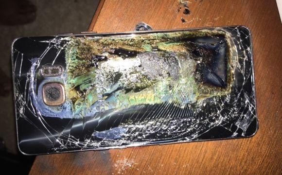 Os relatos dão conta de que o celular pegou fogo durante a recarga (Foto: Reprodução internet)