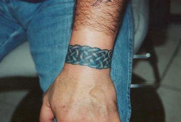 As tatuagens de bracelete masculinas também são muito populares (Foto Ilustrativa)