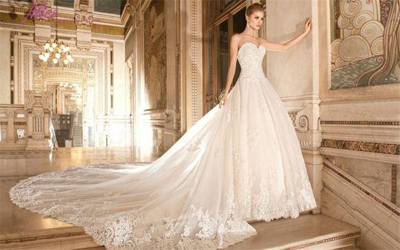Os vestidos de casamento longos estão entre os mis clássicos (Foto Ilustrativa)