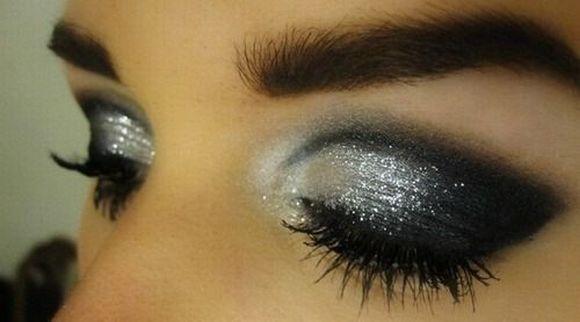 O glitter nos olhos deve ter tons mais claros (Foto Ilustrativa)