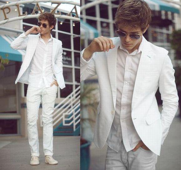 Se a festa exigir maior formalidade, invista em um blazer branco (Foto Ilustrativa)