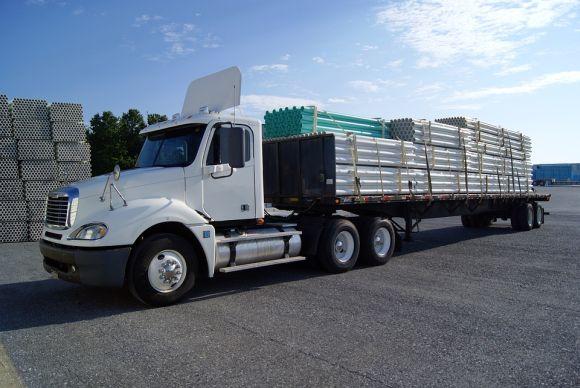 Há vários cursos disponíveis para quem trabalha com transporte de cargas (Foto Ilustrativa)