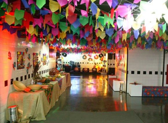 Ao elaborar a decoração, valorize os símbolos juninos (Foto