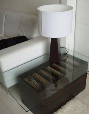 Mesa de caixote escurecida