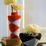 229507 vasos com capas de meias 150x150 Decoração Barata e Criativa para Ambientes