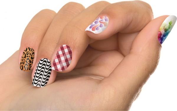 263792 tenshi esmalte em adesivo para as unhas 600x378 10 fotos de unhas decoradas
