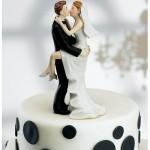 277466 bride groom kissing cake toppers 1 150x150 Modelos de noivinhos de bolo