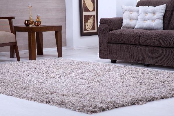 Tipo De Tapete Para Sala De Jantar ~ tapete deve combinar com o restante da decoração da sala (Foto