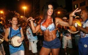 Famosas escaladas para o carnaval 2012