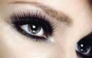 Cílios de boneca: truques para destacar os olhos