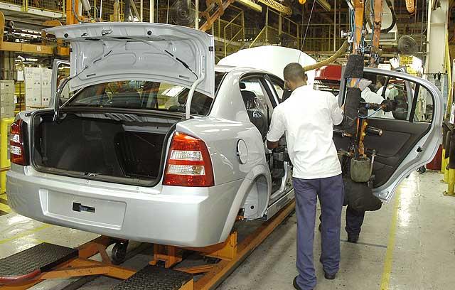 Estão sendo oferecidas vagas de emprego para engenheiros e de estágio em várias áreas pela GM (Foto: Divulgação)