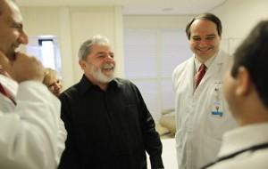 Tumor de Lula tem agressividade média, afirmam médicos