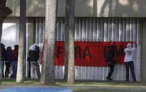 Justiça manda alunos desocuparem prédio da reitoria da USP em 24 horas