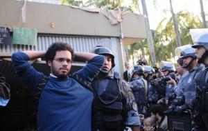 Polícia Militar libera Reitoria da USP e apreende 70 manifestantes
