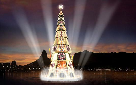 O ponto alto do Natal do Rio é a árvore flutuante de 82 metros. Linda!