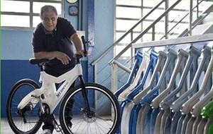 Conheça a bicicleta feita a partir de garrafas pets recicladas