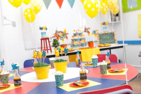 Aposte nos balões com gás hélio para decorar a sala de aula (Foto