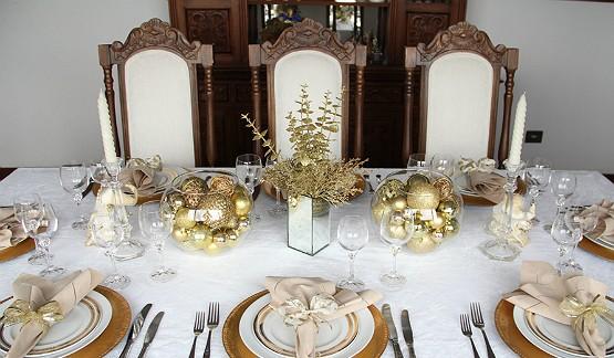 Decoração de mesa para a ceia de ano novo
