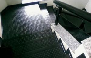 Pisos emborrachados para escadas